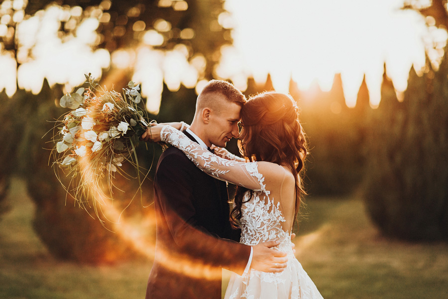 romantyczny zachód słońca na weselu damian sowada fotograf